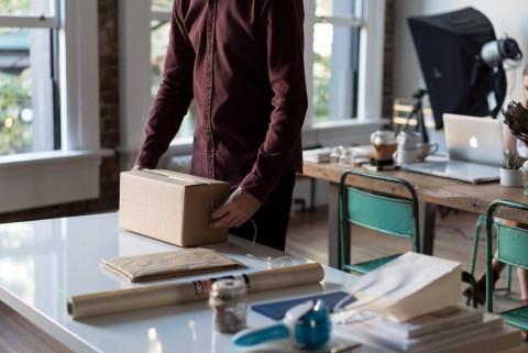 مقال: عشرة خُطوات لتبدأ أعمال التجارة الإلكترونيّة