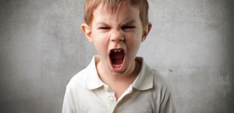 ابني عنيف في المدرسة، ماذا افعل؟