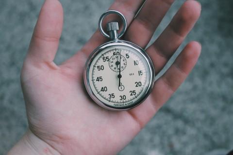 كم ساعة يجب علي الطفل قضاؤها في المدرسة؟