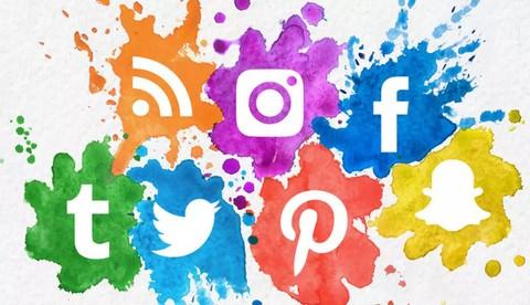 لزيادة عدد المتابعين على مواقع التواصل الاجتماعي (كتابة إعلان لموقع فيكورت إضافة إلى التعليق الصوتي)